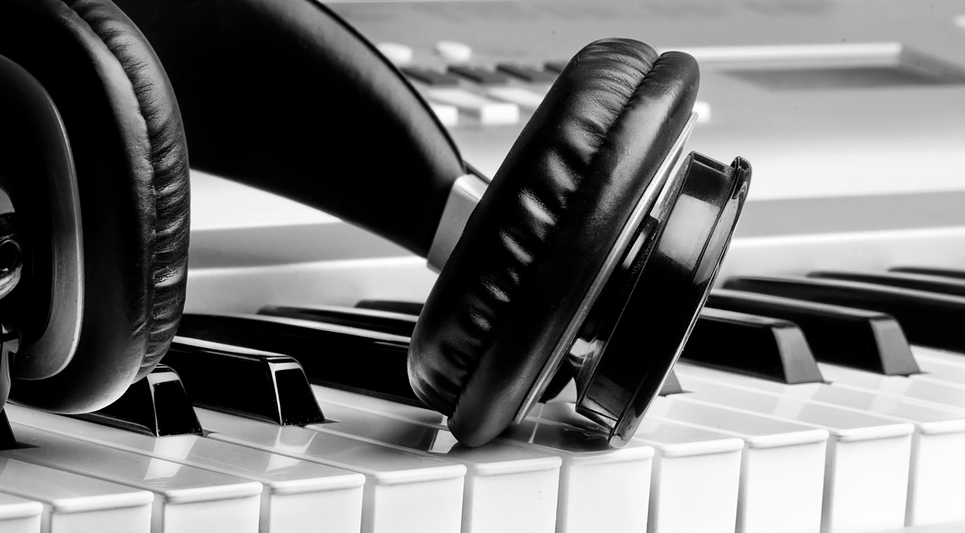 headphones-piano-music-for-ads
